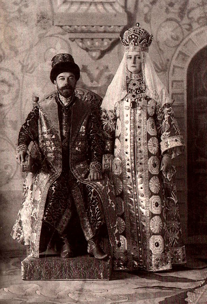 alexandra_fjodorowna_and_nicholas_ii_of_russia_in_russian_dress-3