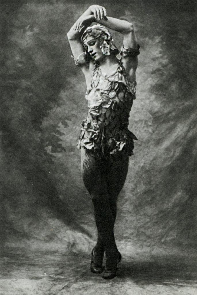 vaslav_nijinsky_in_le_spectre_de_la_rose_1911
